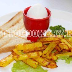 теплый завтрак из картофеля и яйца