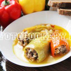 фаршированный перец, тушеный с овощами