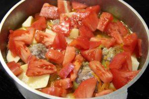 Фаршированный перец тушеный с овощами