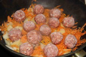 Ёжики мясные в соусе