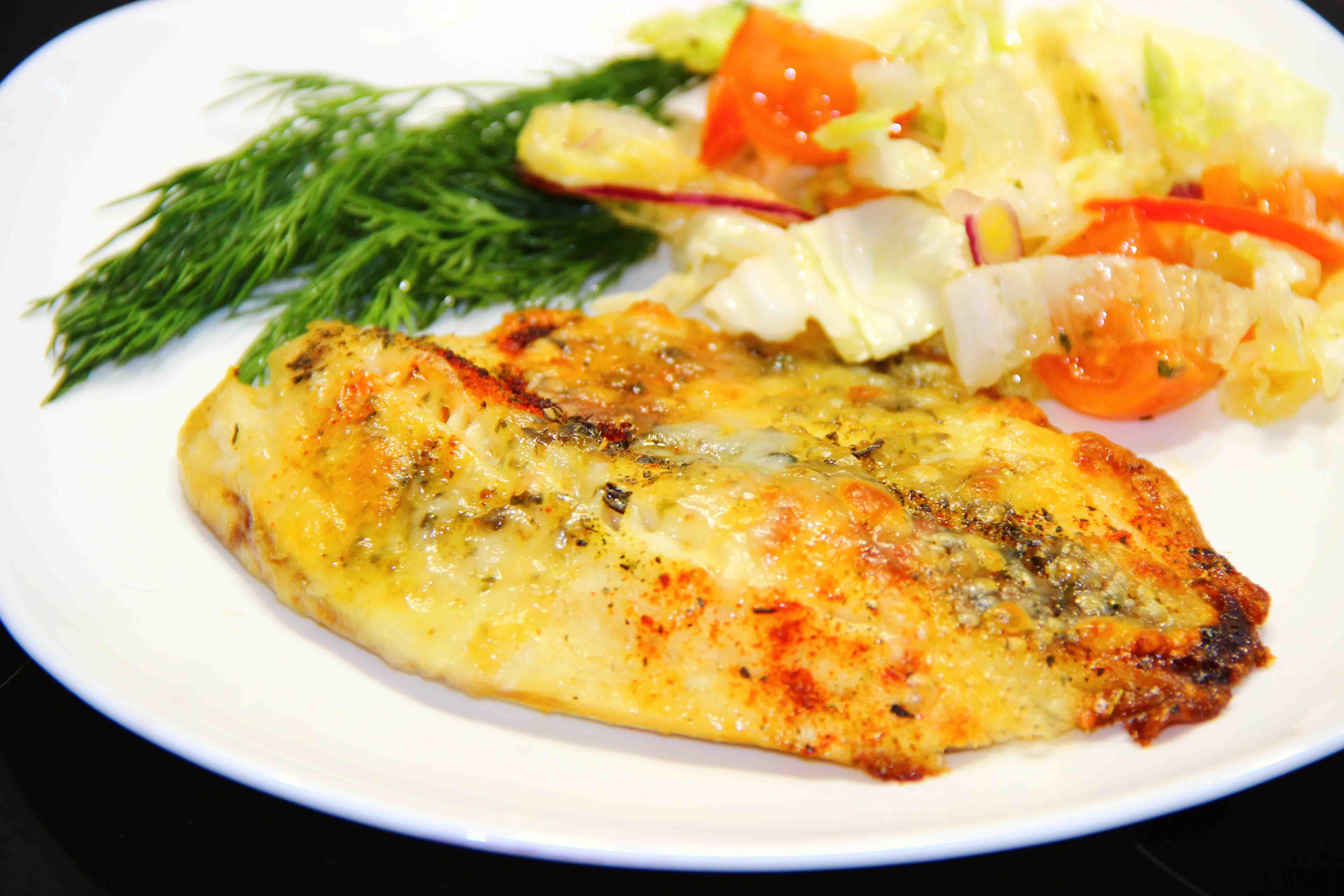 рыба запеченная с моцареллой