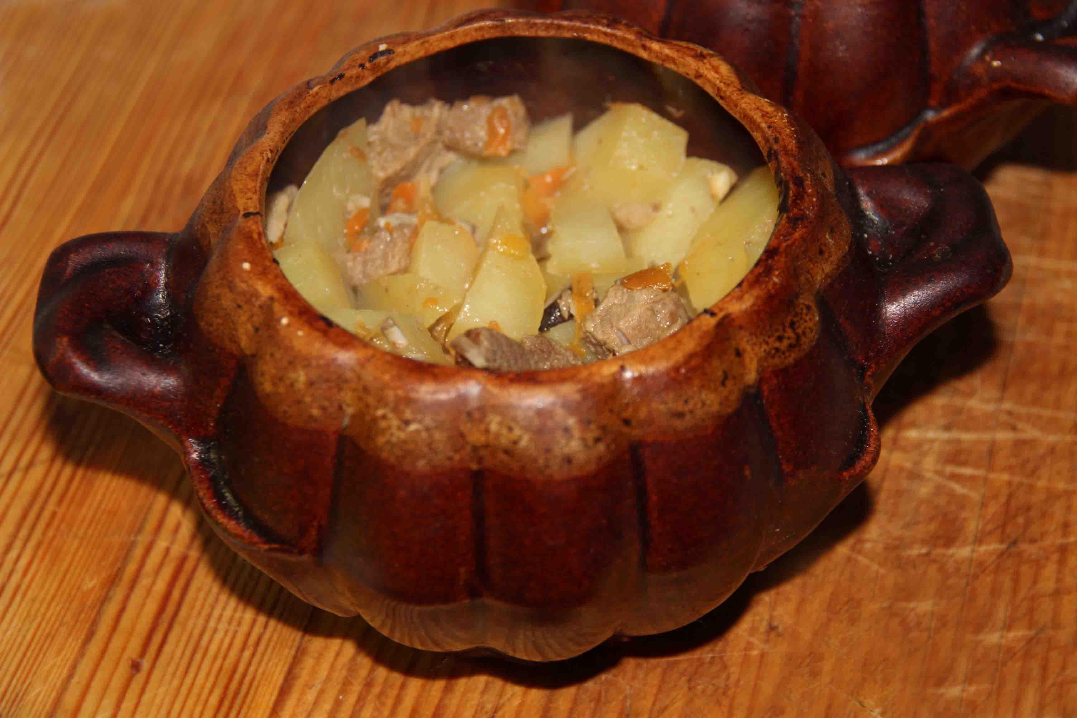 горшочки с картофелем и мясом