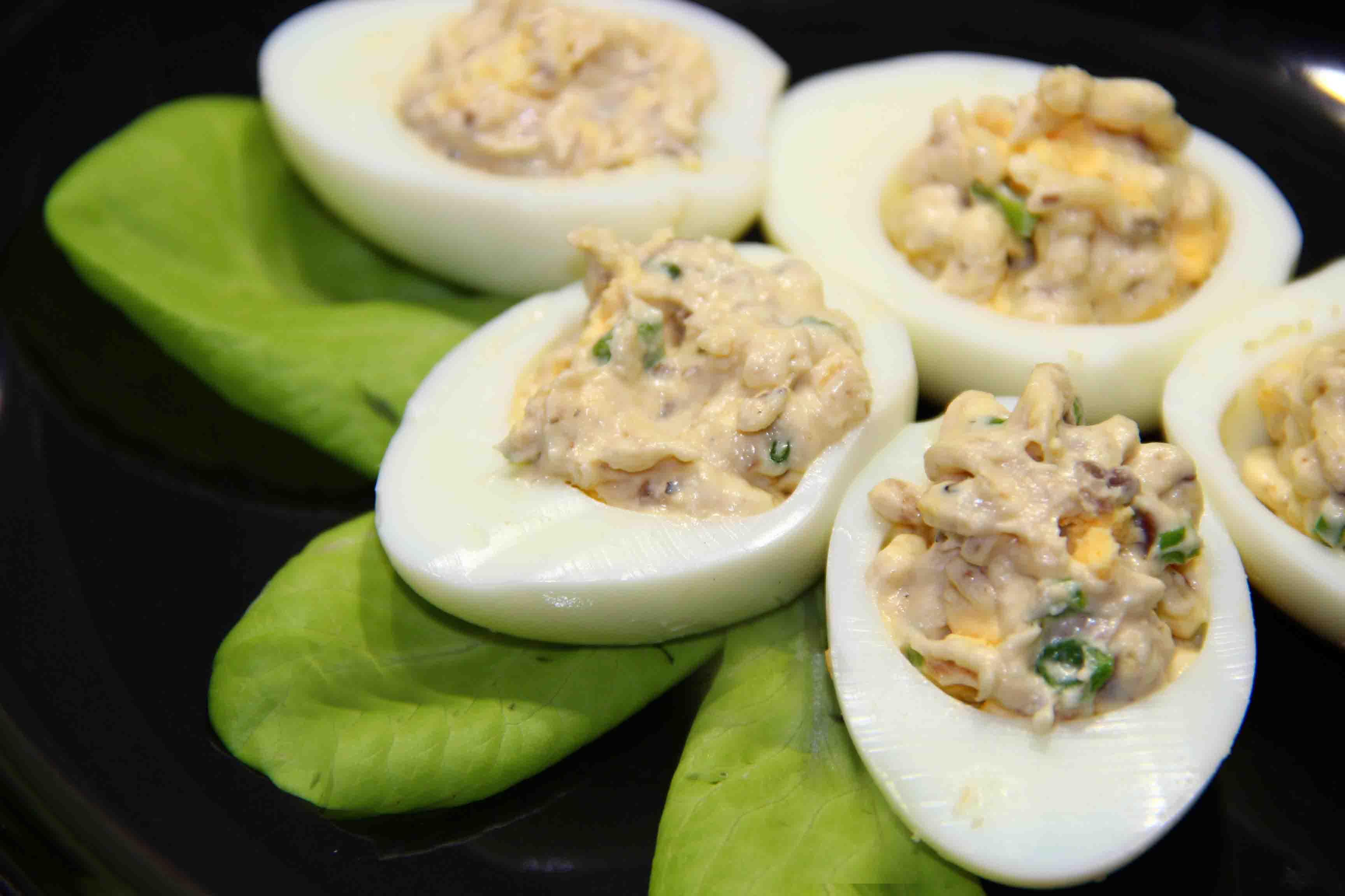 яйца фаршированные консервами