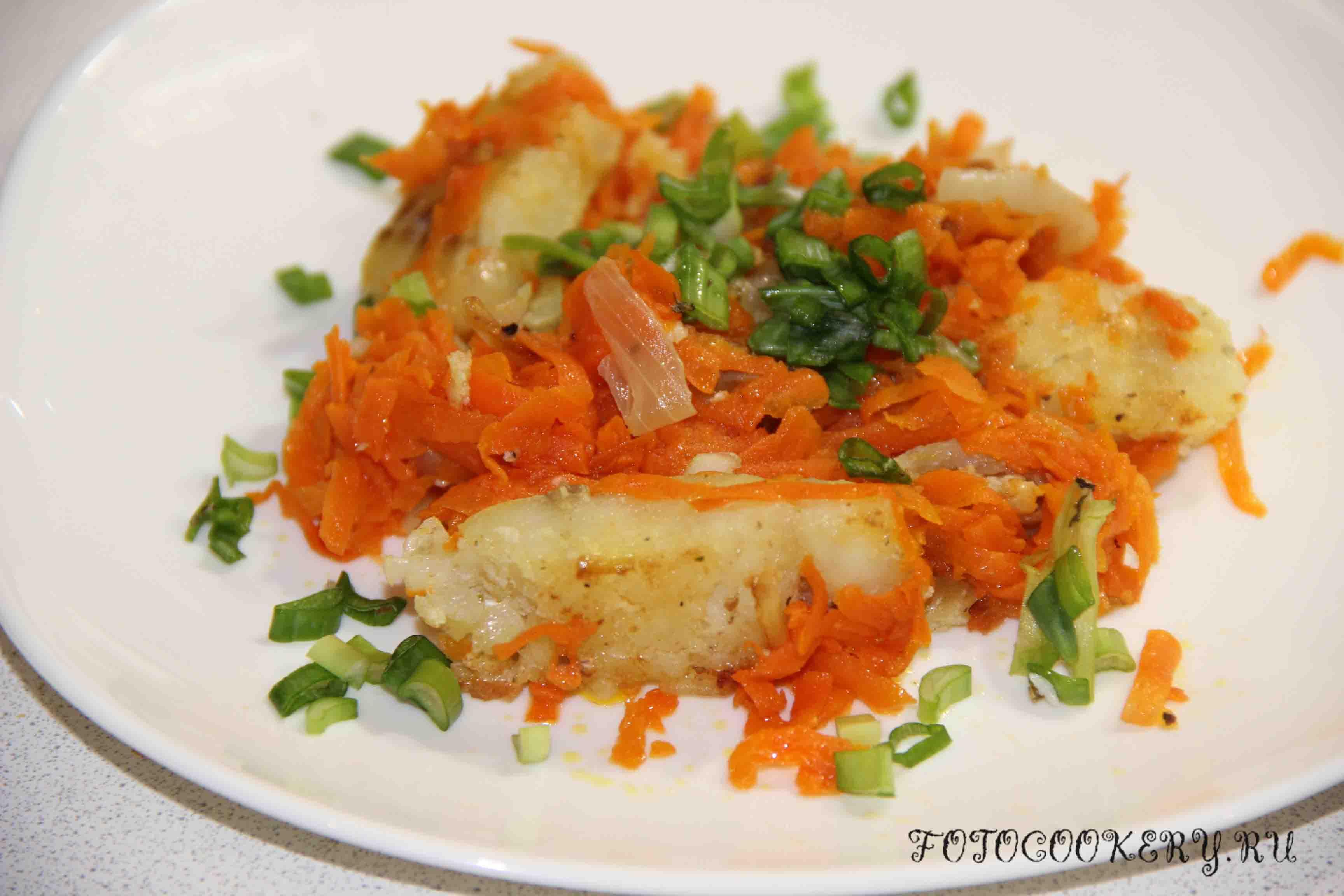 минтай тушеный с луком и морковью