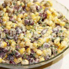 Салат с кукурузой и кириешками