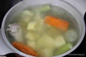 Картофельный крем-суп со сливками и семгой