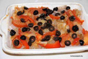 Рыба запеченная с овощами и оливками