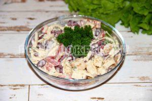 Салат с помидорами и кириешками