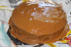 Торт с вареной сгущенкой и орехами
