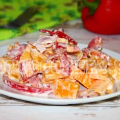 Салат из желтых помидоров и болгарского перца