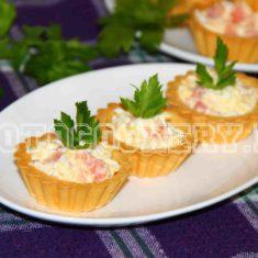 Тарталетки со сливочным сыром, яйцом и красной рыбой