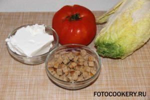 Салат с кириешками и пекинской капустой