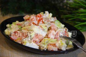 салат с кириешками и капустой