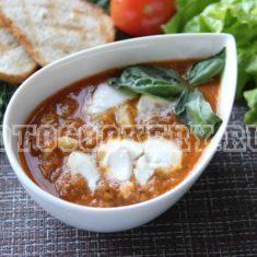 Томатный суп с тунцом и моцареллой