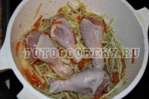 Куриные голени, тушеные с капустой