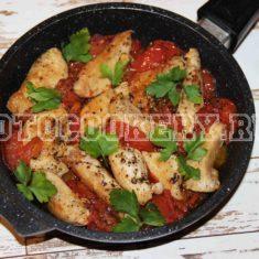 Жареная курица с помидорами