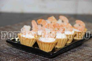 Тарталетки с креветками и творогом