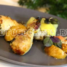 Куриные голени, запеченные с яблоками