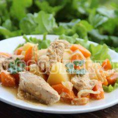 Жаркое из курицы и картофеля в сливочном соусе