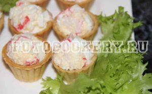 Тарталетки с крабовыми палочками и сыром