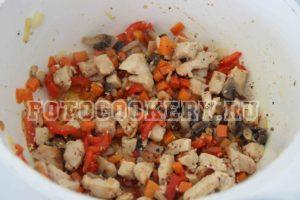 Фрикасе из курицы с грибами и овощами в сливочном соусе