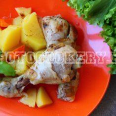 Куриные голени, тушеные с картошкой