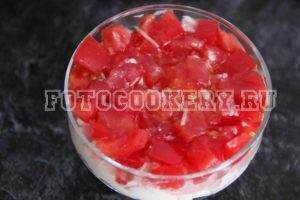 Салат с ветчиной, яйцами и помидором