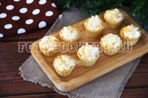 Тарталетки с кукурузой и сыром