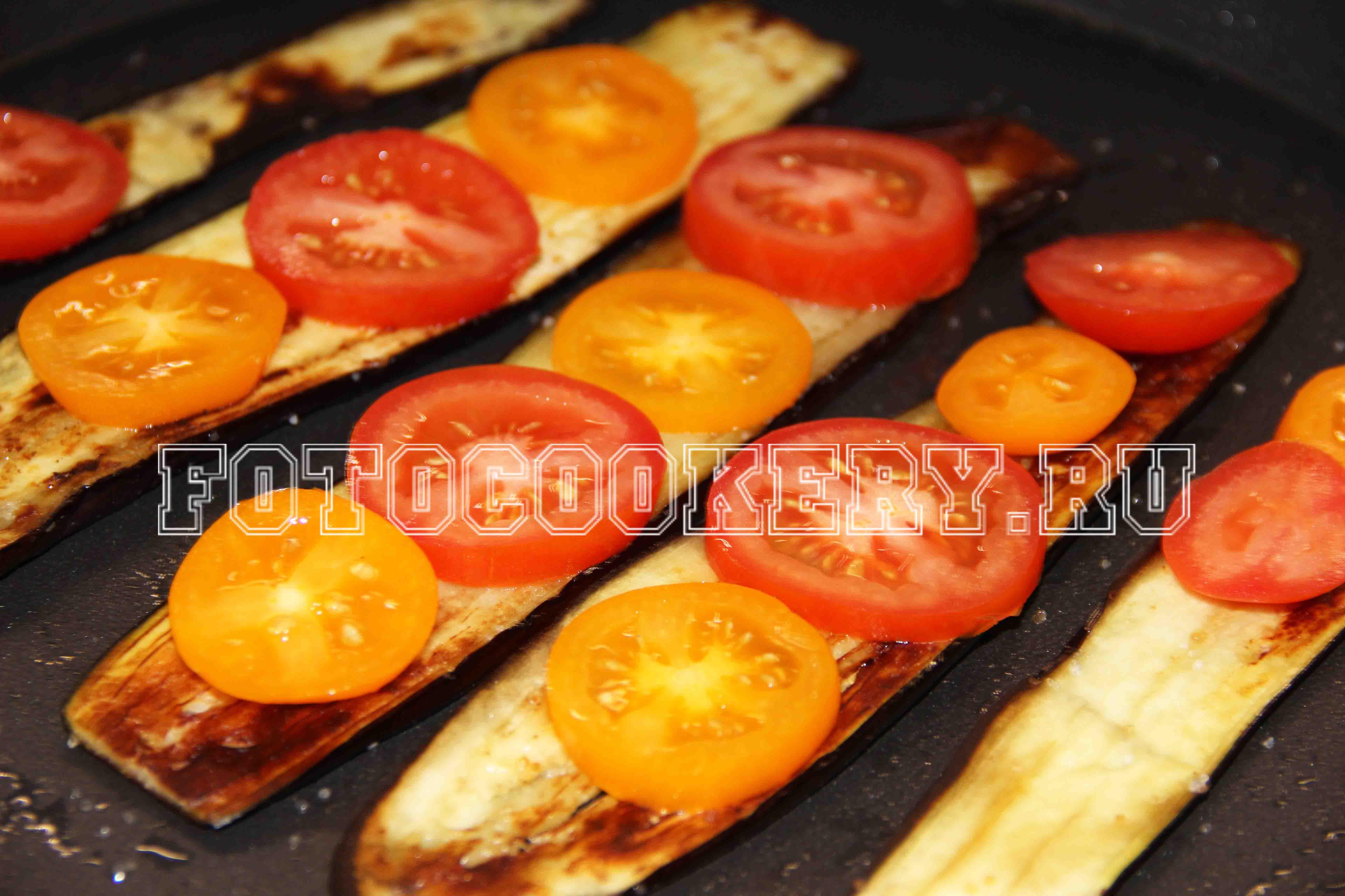 Запеченные баклажаны с помидором и сыром